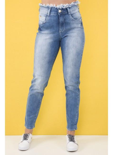 112905 Calça Jeans Mom Clochard com Cós Desfiado (Frente)